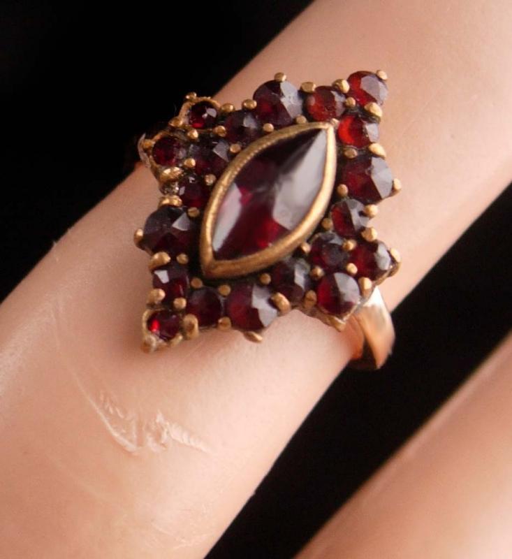 Antique 14kt GOld Bohemian Garnet Ring Marquise setting