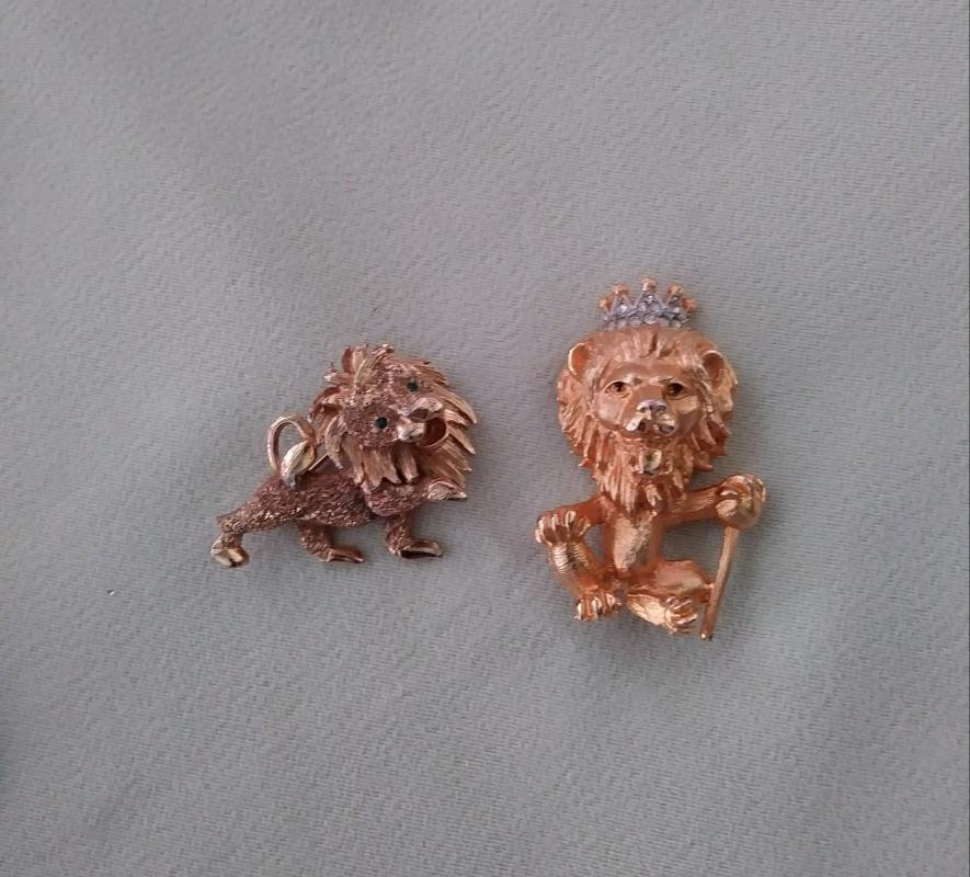 Vintage Brooches 5 Pc Ostrich camel kangaroo lions