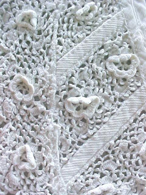 Ladies Lace Collar  Raised Floral