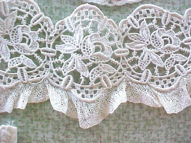 Antique Lace Collar Ladies Floral