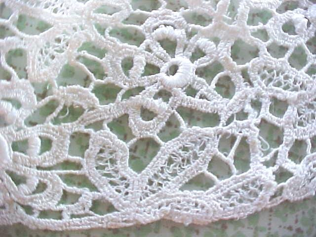 Vintage Lace Collar Ladies Floral