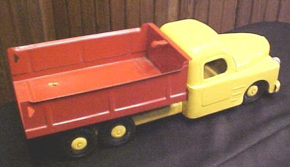 Structo 1940's Dump Truck