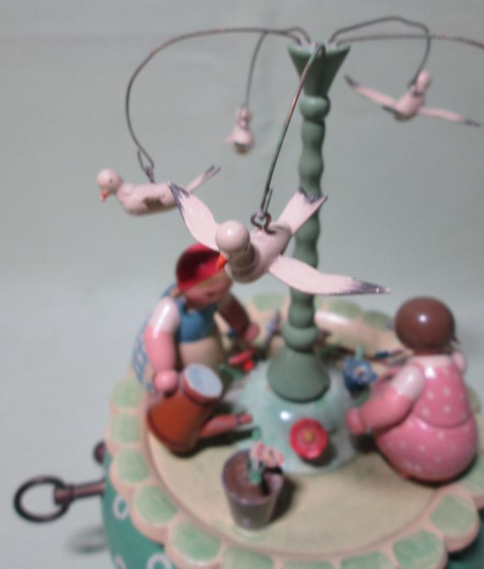 Erzgebirge Music Box East Germany Garden Work