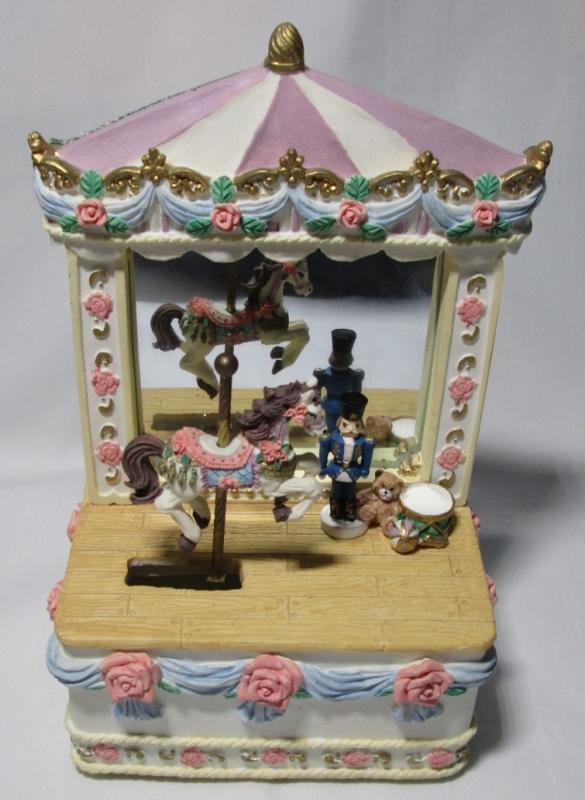 Music Box Big Top Circus w/Carousel Horse