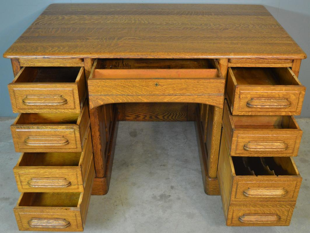 18910 Oak Raised Panel Flat Top Lawyers Desk