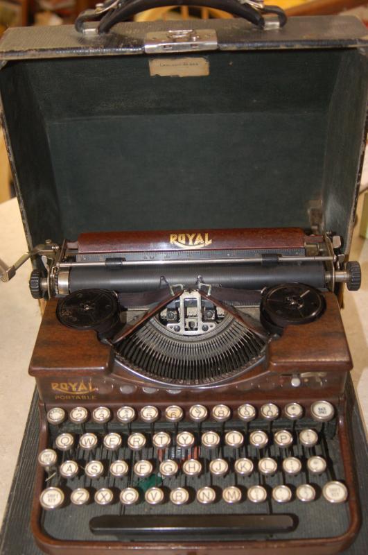 ROYAL TYPEWRITER CIRCA 1920