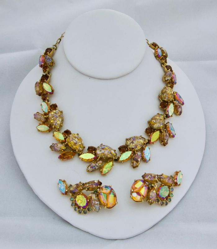 BEAUTIFUL VINTAGE SCHIAPARELLI NECKLACE AND EARRING SET