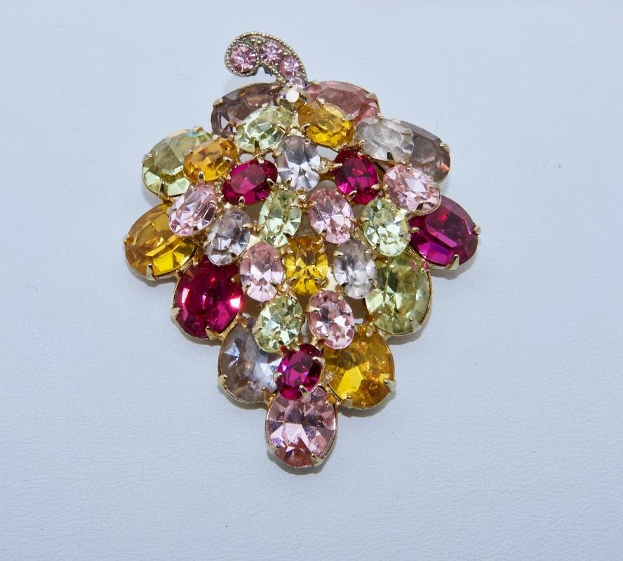 BEAUTIFUL WEISS MULTICOLOR BROOCH