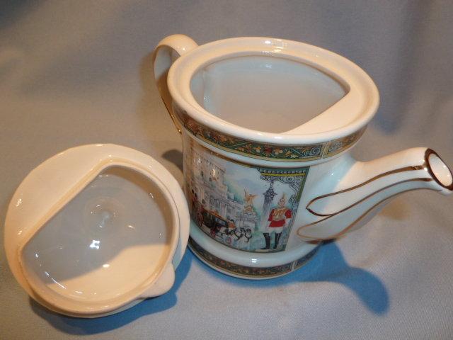 SADLER OF ENGLAND LONDON HERITAGE WINDSOR CASTLE TEAPOT TEA POT
