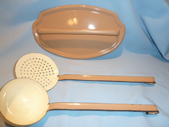 EUROPEAN GRANITEWARE GRANITE WALL RACK UTENSIL SET 3 PC TAN AND CREAM