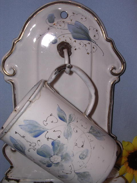 EUROPEAN  GRANITEWARE ENAMELWARE GRANITE TOWEL  SOAP HOLDER AND CUP BLUE FLORAL