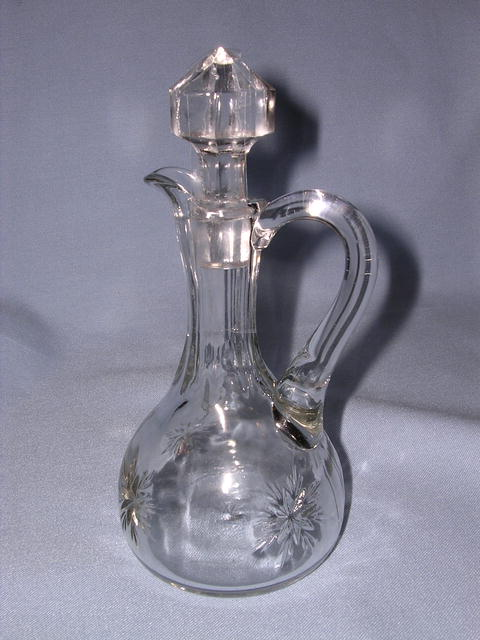 CLEAR GLASS STARBURST CRUET