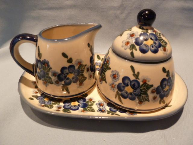BLUE FLOWER POLISH POTTERY UNIKAT 4 PC CREAM AND SUGAR SET WITH TRAY