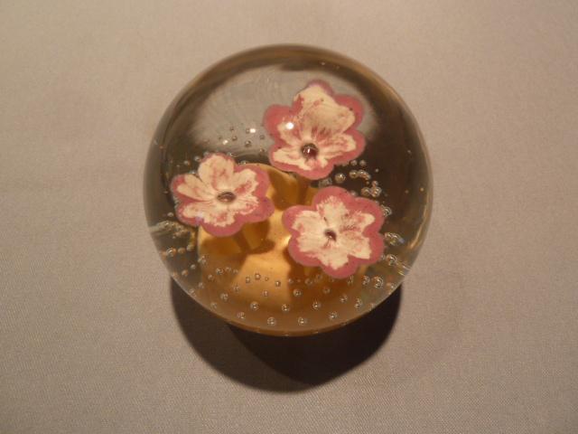 WEST VIRGINIA GLASS MEDIUM PINK FLOWER BUBBLE GLASS PAPERWEIGHT