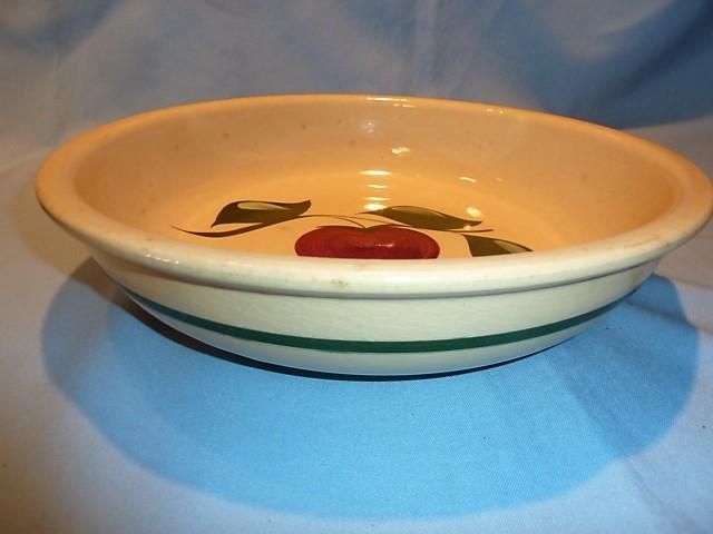 WATT APPLE POTTERY THREE LEAF #39 SPAGHETTI BOWL
