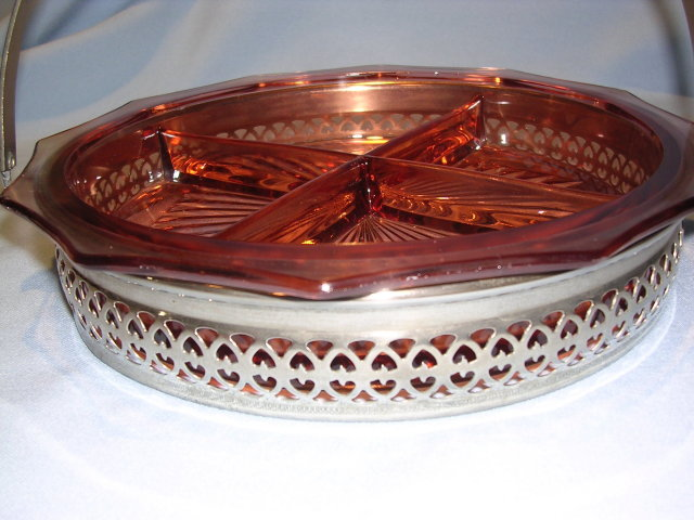 PINK DEPRESSION DIVIDED DISH IN SILVERTONE BASKET CADDY