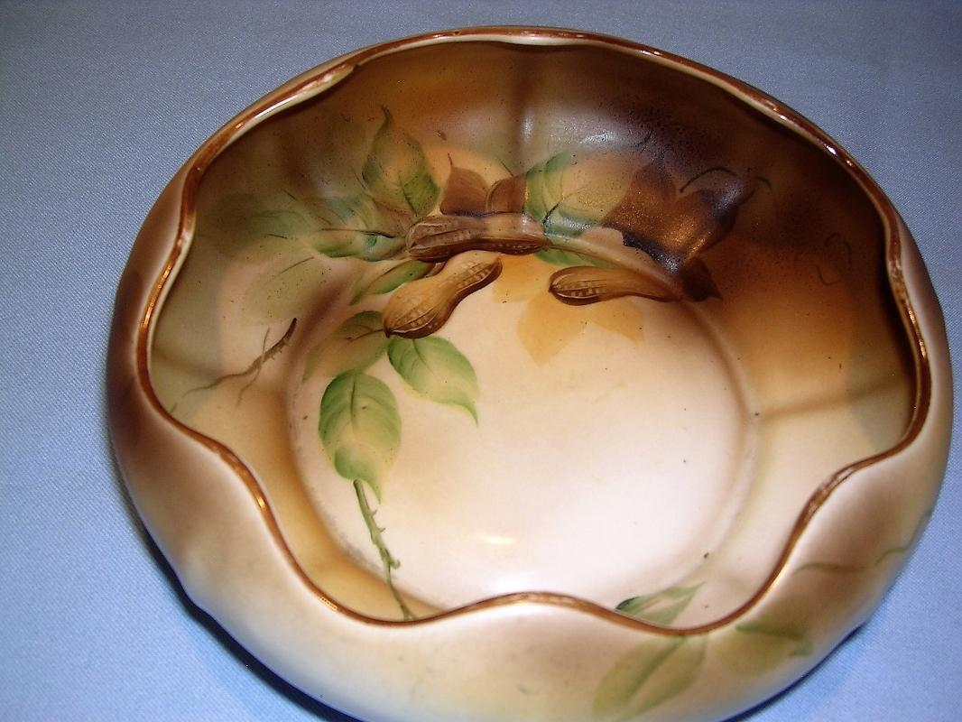 NIPPON  NORITAKE MORIMURA BOWL WITH PEANUTS AND LEAVES GREEN MARK 21