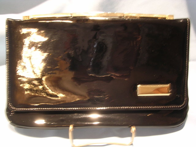 VINTAGE BLACK PATENT LEATHER CLUTCH PURSE WITH GOLD LINK HANDLE AND DECORATTION