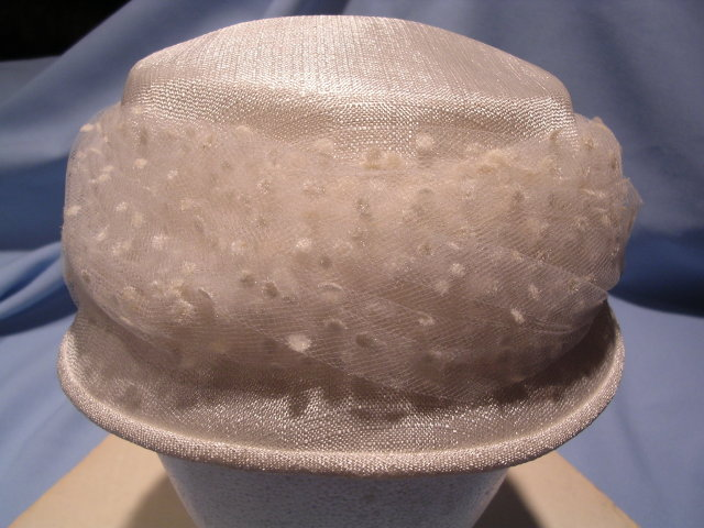 VINTAGE  WHITE LINEN SCULTPED LADIES HAT WITH FLOCKED NETTING