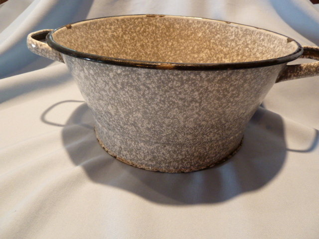 ANTIQUE GERMAN GRANITEWARE GRANITE ENAMEL GRAY MOTTLED COLANDER WITH HANDLES