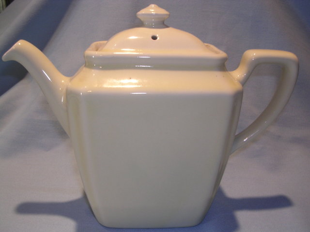 HALL CHINA IVORY NEWPORT TEAPOT TEA POT