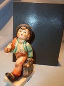 GOEBEL HUMMEL MERRY WANDERER #11 2/0  TMK 6 FIGURINE W/ PRESENTATION BOX