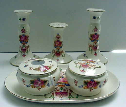 Crown Decon Vintage Toilette Set