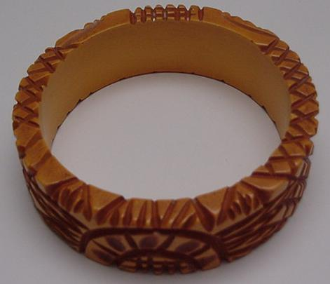 Bakelite Criss Cross Carved Bangle