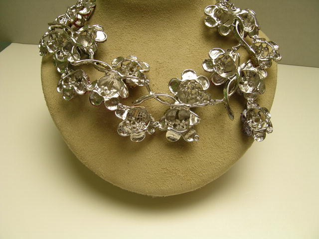 Beautiful Costume Multiheaded Flower Necklace