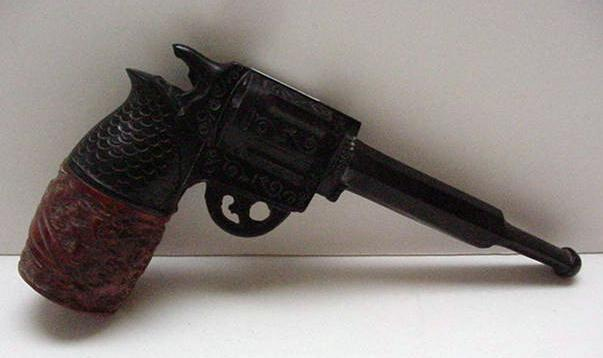 Bakelite Pipe:Carved and Shaped as a Gun