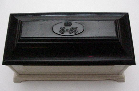 Bakelite English Commemorative Jewelry Box