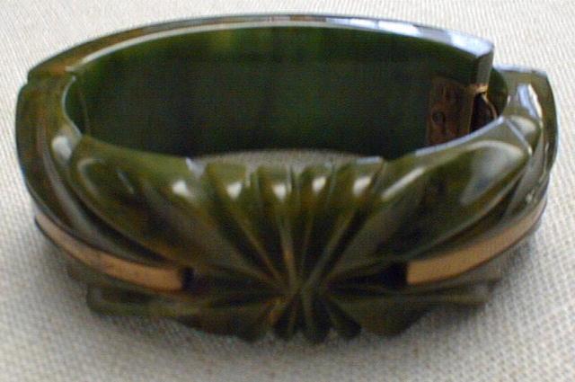 Bakelite Bangle green and brass hinged