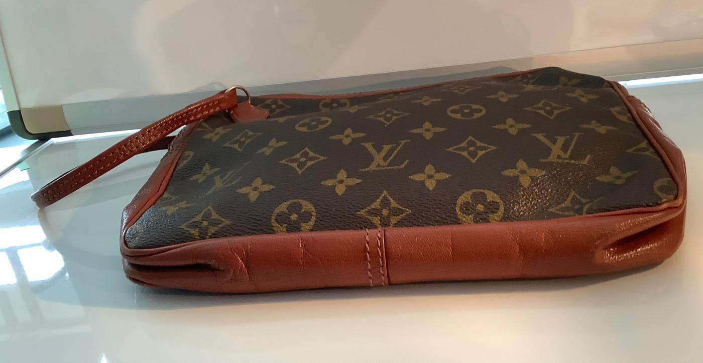 VINTAGE LUIS VUITTON CLLUTCH