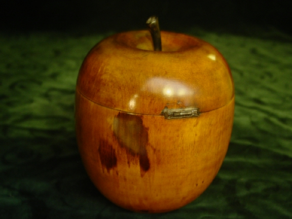 Late 18th. cent. Tea Caddy in shape of an Apple