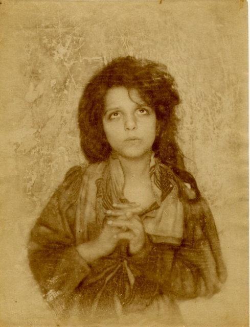 von Gloeden: untitled (young girl praying)