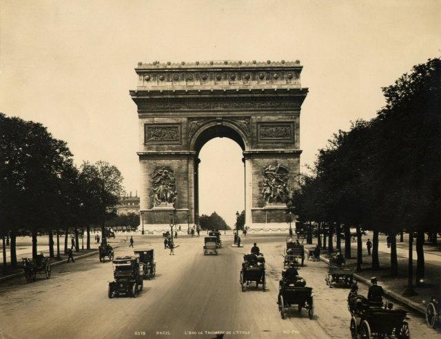 Paris; L'Arc de Triomphe de L'Etoile