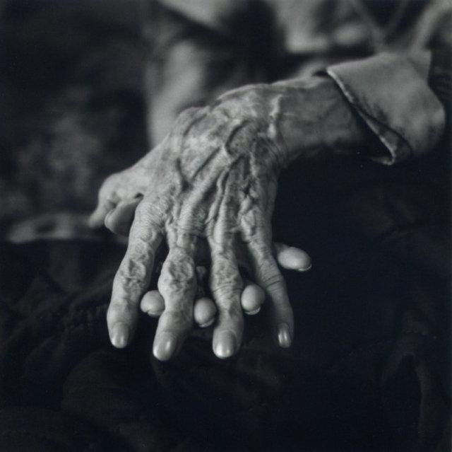Ruth's Hands II (Ruth Bernhard)