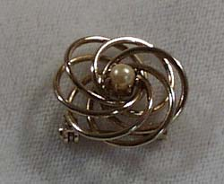 Gold Wire and Faux Pearl Pin