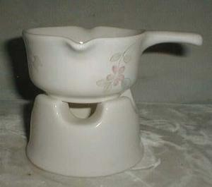 Pfaltzgraff Wyndham (votive) heated sauce bowl & base.