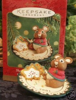 SHARING SANTA'S SNACKS~Hallmark 2001 Ornament~Mouse