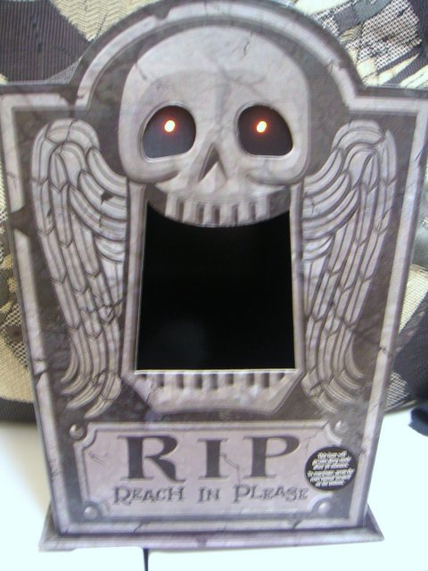 HALLMARK Halloween Talking TOMBSTONE R.I.P. Candy Holder 2007~Lights Up