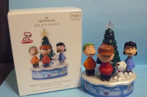 2010 Hallmark MERRY CHRISTMAS, CHARLIE BROWN! Magic Ornament Peanuts