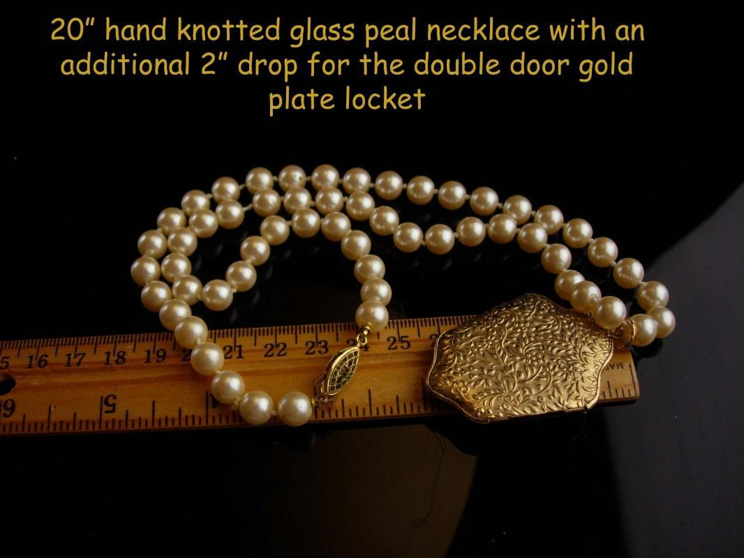 Vintage Sweetheart Locket / hand knotted Pearl necklace / gold romantic gift / New mom gift / Valentines Day /  Friendship gift photo locket