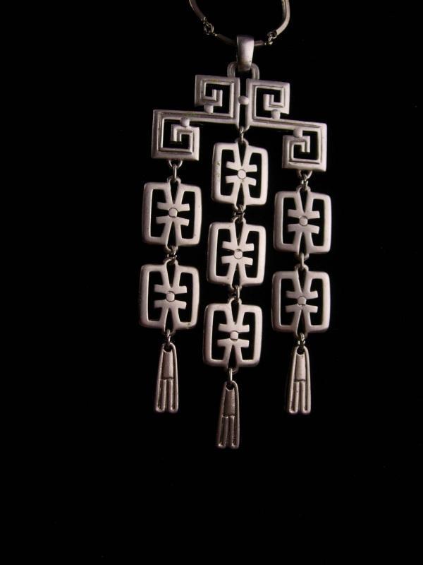 Vintage crown Trifari Necklace - Large  22