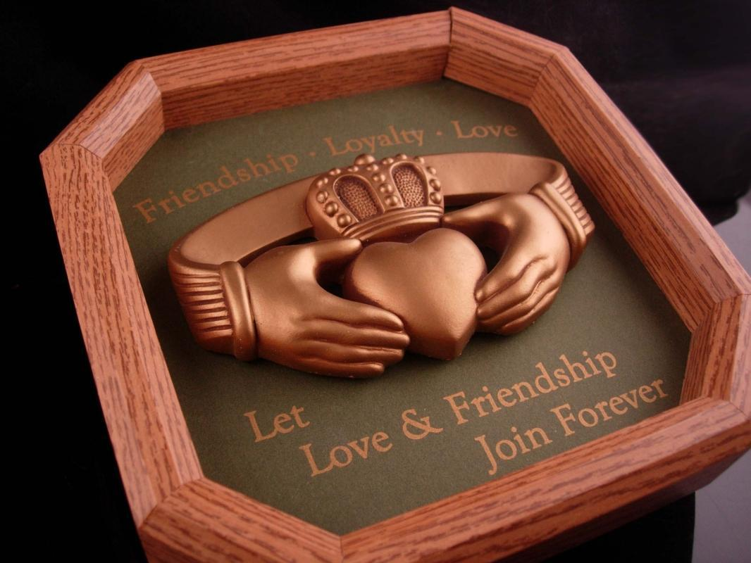Vintage IRISH Claddagh plaque - 1993 shadowbox - Ireland Celtic gold Heart hands - Friendship gift - Tá grá agam duit - wall art