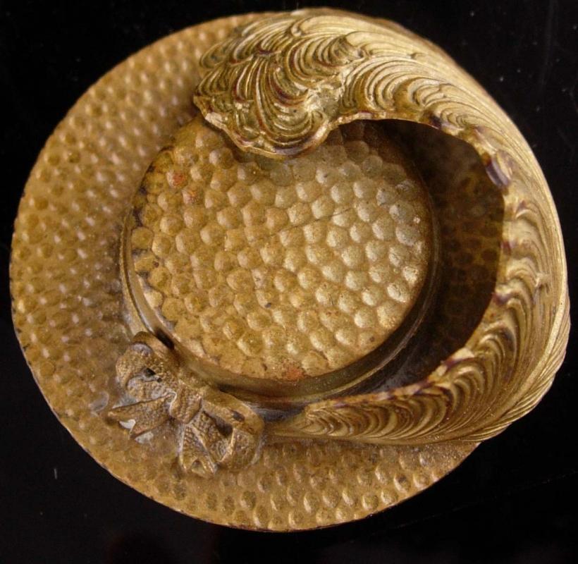 Interesting Vintage Brass Hat /& Feather Brooch