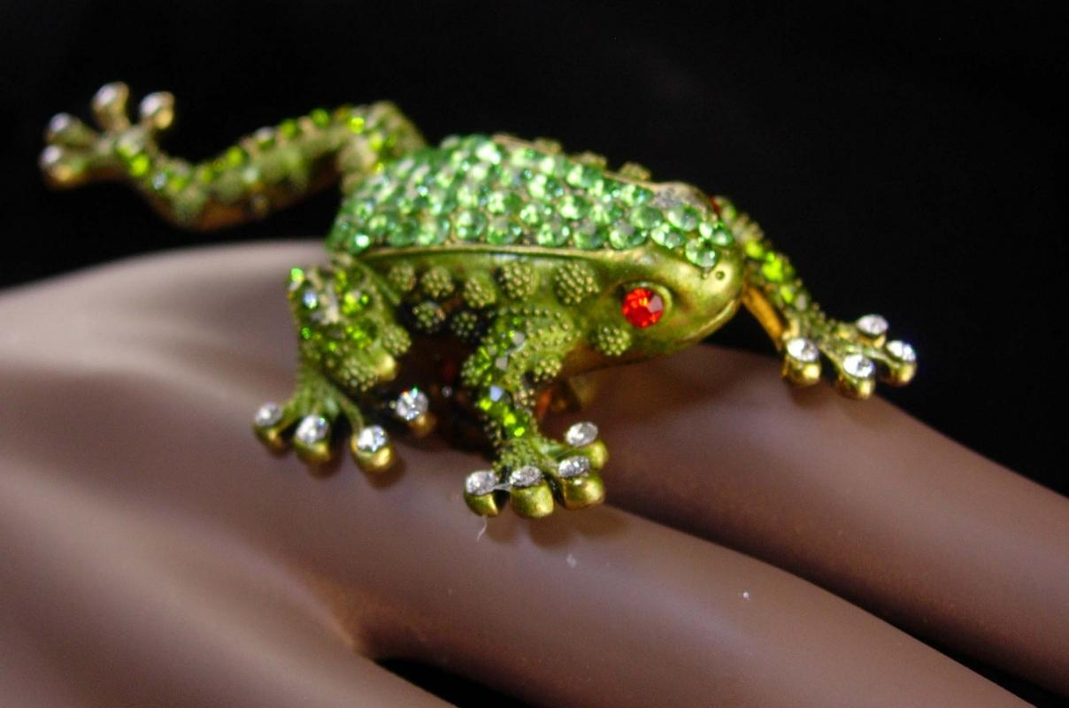 HUGE  FROG statement ring - Peridot swarovski crystal - green frog jewelry - crown prince - vintage Toad whimsical gift novelty costume ring