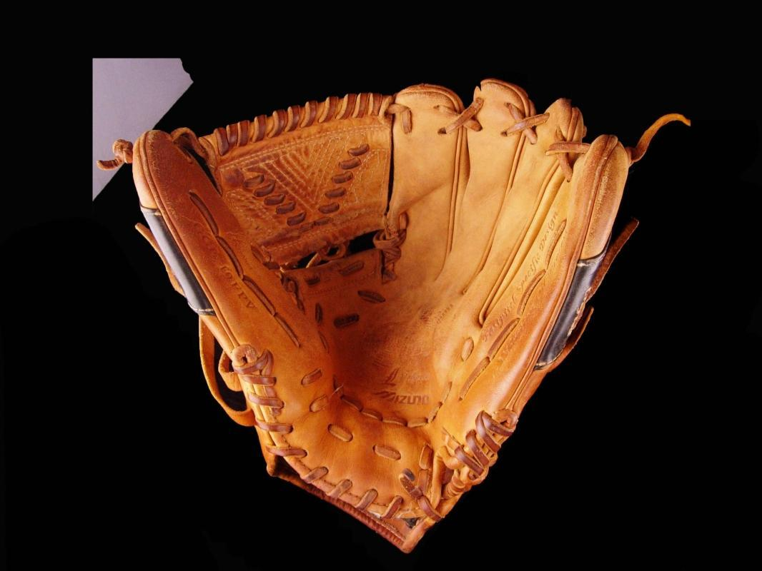 Mizuno Baseball Glove - Size 12.5 -pre curve left handed - gift for men - Sports fan - Groomsman gift - dads Birthday - v series - GGE 10FPV