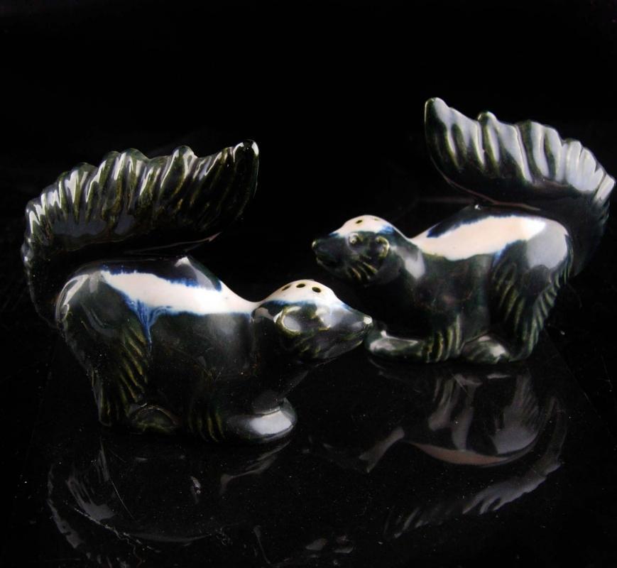 Vintage  50's Skunk salt pepper set - Rosemeade whimsical pottery - black white statue figurine - Gardener Gift - animal lover