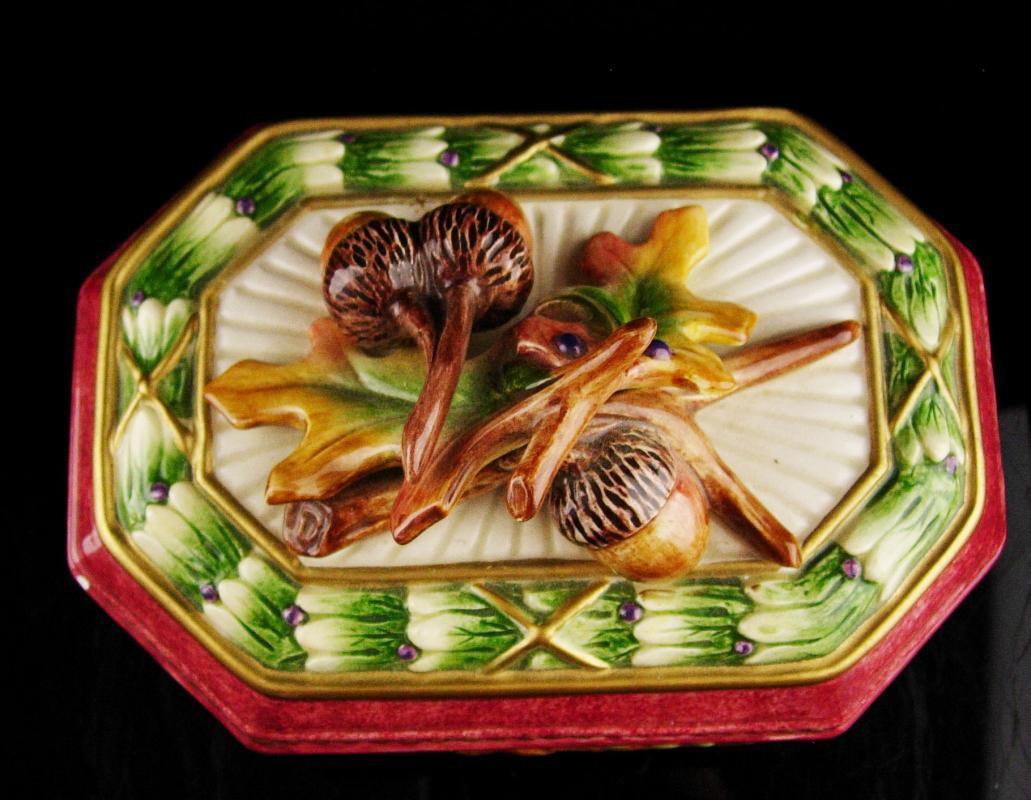 Large Acorn box / Fitz and floyd / Celtic wedding / Good luck symbol / housewarming gift / acorn gift